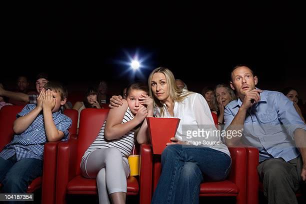 Chocado família em cinema