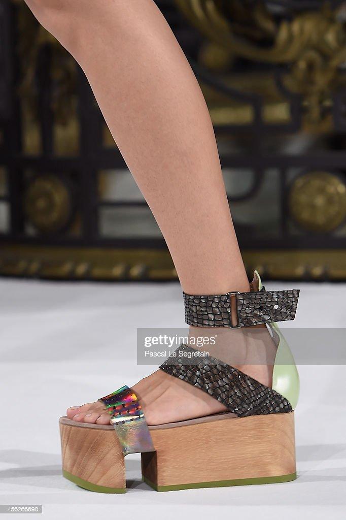 John Galliano : Runway - Paris Fashion Week Womenswear Spring/Summer 2015 : News Photo