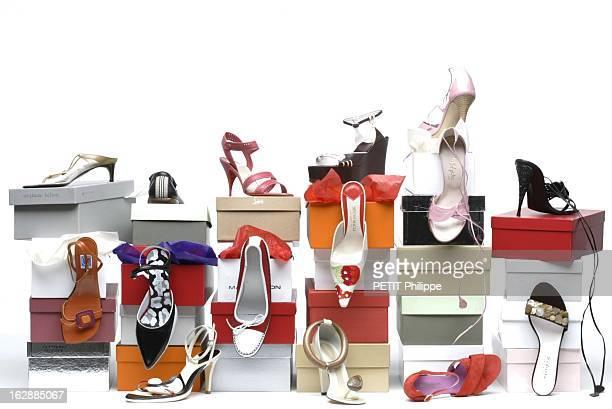 Shoes For Summer De plainpied dans l'été différents modèles de chaussures posés sur des boites de haut en bas et de bas à gauche nupieds à petit...
