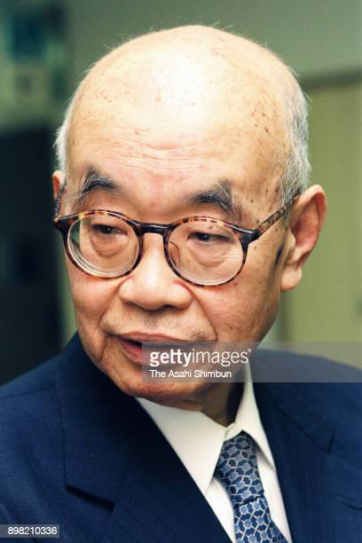 Shogi player Hasuharu Oyama speaks during the Asahi Shimbun interview on May 22 1992 in Tokyo Japan