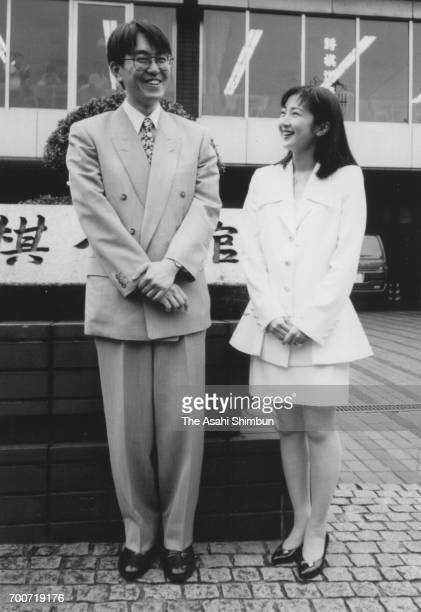 Shogi player Yoshiharu Habu and actress Rie Hatada announce their engagement in front of Shogi Kaikan on July 28 1995 in Tokyo Japan