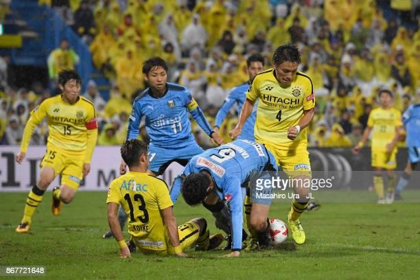 Shogo Taniguchi of Kawasaki Frontale controls the ball under pressure of Ryuta Koike and Shinnosuke Nakatani of Kashiwa Reysol during the JLeague J1...