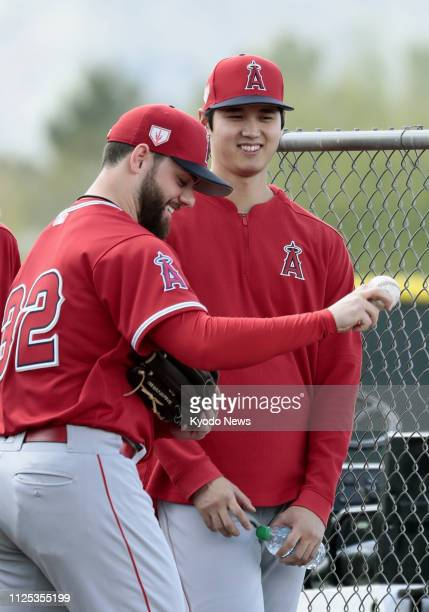 Shohei Ohtani and Cam Bedrosian chat at the Los Angeles Angels' spring training facility in Tempe Arizona on Feb 16 2019 ==Kyodo