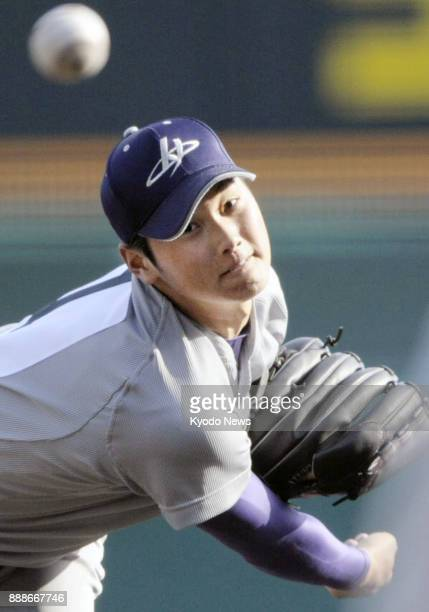 Shohei Ohtani of Hanamaki Higashi High School pitches during the national invitational baseball tournament at Koshien Stadium in Nishinomiya, Japan,...
