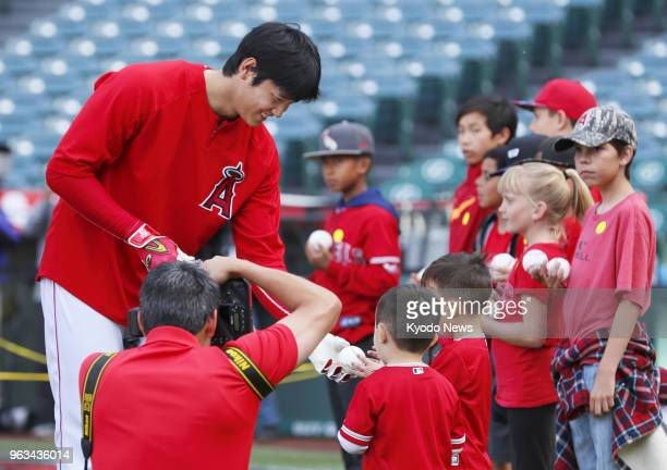 Shohei Ohtani of the Los Angeles Angels signs autographs before a game against the Detroit Tigers in Anaheim California on May 28 2018 ==Kyodo