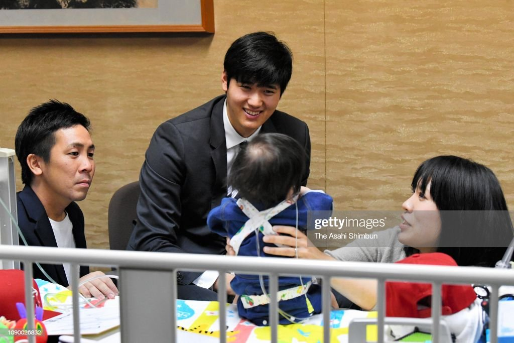 Angels' Star Ohtani Visits Child In Need Of Heart Transplant : News Photo