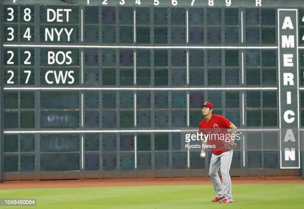 Shohei Ohtani of the Los Angeles Angels warms up ahead of a game against the Houston Astros on Aug 30 in Houston ==Kyodo