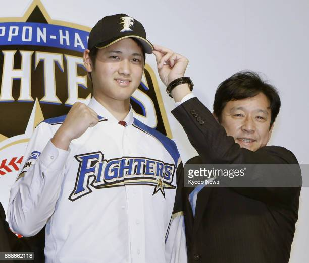 Shohei Ohtani poses with Nippon Ham Fighters manager Hideki Kuriyama at his unveiling in Sapporo in December 2012 ==Kyodo