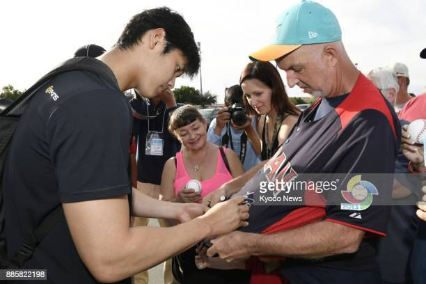 Shohei Otani of the Nippon Ham Fighters gives an autograph to a fan in Peoria Arizona on Feb 10 the last day of the team's training camp there ==Kyodo
