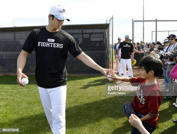 Shohei Otani of the Nippon Ham Fighters gives away a ball to a boy in Peoria Arizona on Feb 10 the last day of the team's training camp there ==Kyodo