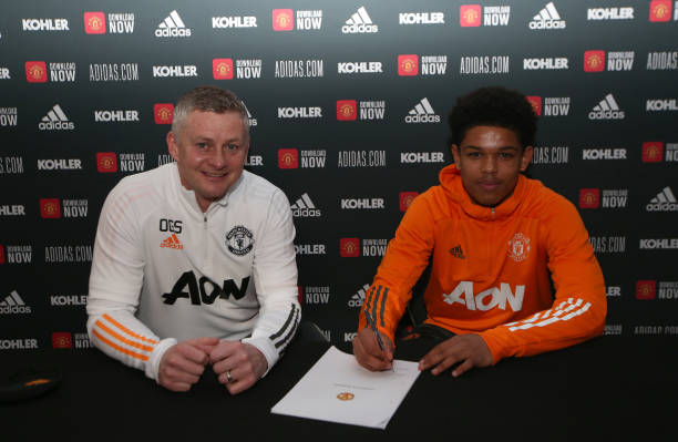 GBR: Shola Shoretire Signs a New Contract at Manchester United
