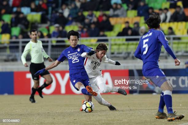 Shoma Doi of Kashima Antlers and Choi Sunggeun of Suwon Samsung Bluewings compete for the ball during the AFC Champions League Group H match between...