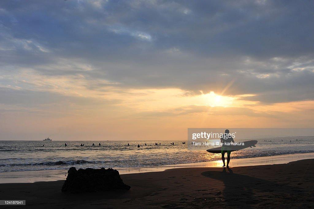 Shonan sunset surfer : Foto de stock