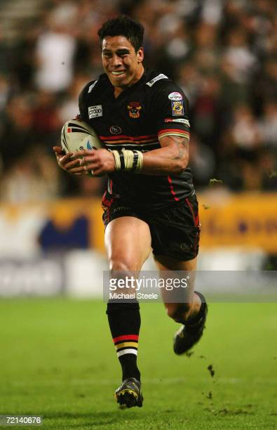 Shontayne Hape of Bradford runs with the ball during the Engage Super League Final Eliminator match between Hull FC and Bradford Bulls at the KC...