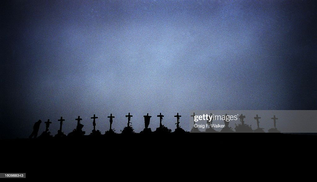 [Shoot 4/30 CW] Caption: 15 crosses honoring those that died in the Columbine High School shooting rest on a hill at Clement Park. They are from left to right, Rachel Scott, John Tomlin, Steve Curnow, Lauren Townsend, Isaiah Shoels, Eric Harris, William D : News Photo
