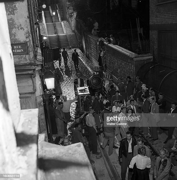Shooting In Paris Of The Movie 'moulin Rouge' Directed By John Huston En 1952 En France à Paris en 1952 A l'occasion du tournage à Montmartre du film...
