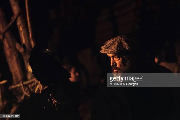 Shooting Of 'La Bible' By And With John Huston En janvier 1968 sur le tournage du film 'La Bible' le réalisateur John HUSTON coiffé d'une casquette...