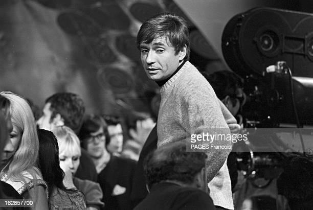 Shooting Of The Film 'A Coeur Joie' By Serge Bourguignon En 1966 sur le plateau de tournage de son film 'A coeur joie' le réalisateur Serge...