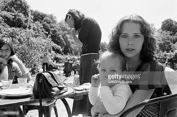Shooting Of The Film 'Alice Ou La Derniere Fugue' By Claude Chabrol Région parisienne 23 Juillet 1976 Lors du tournage du film 'ALICE OU LA DERNIERE...
