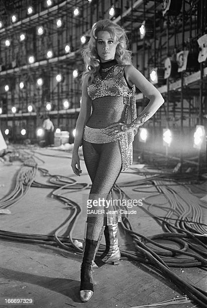 Shooting Of The Film 'Barbarella' By Roger Vadim In Rome Rome juin 1967 tournage du film 'BARBARELLA' de Roger VADIM adapté de la bande dessinée de...