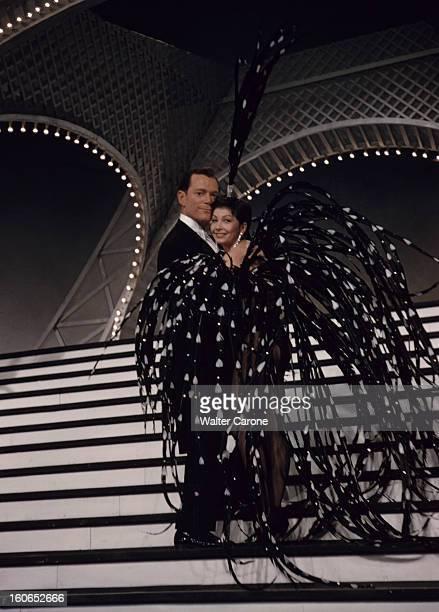 Shooting Of The Film 'foliesbergere' By Henri Decoin BoulogneBillancourt 1956 Dans un studio de cinéma lors du tournage du film 'FoliesBergère' du...