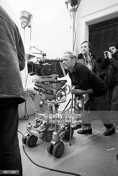 Shooting Of The Film 'Funny Zebras' By Guy Lux A Longchamp sur l'hippodrome en intérieur lors du tournage du film 'Drôles de zèbres' le réalisateur...