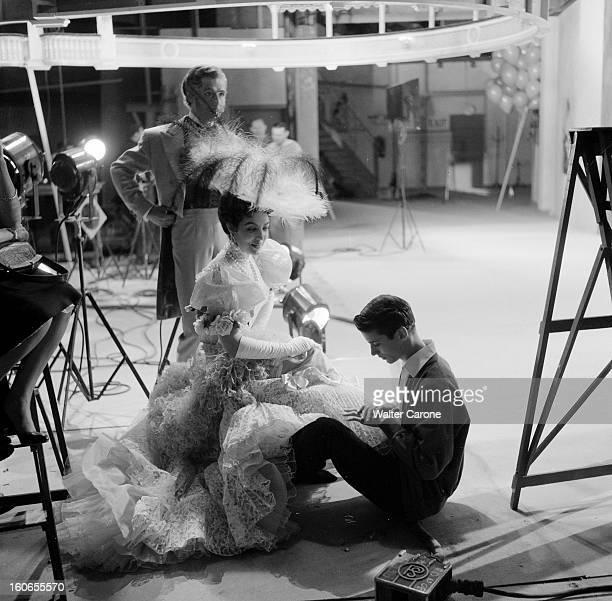 Shooting Of The Film 'la Belle Otero' By Richard Pottier En France en 1954 sur le tournage du film 'La belle Otero' de Richard POTTIER de gauche à...