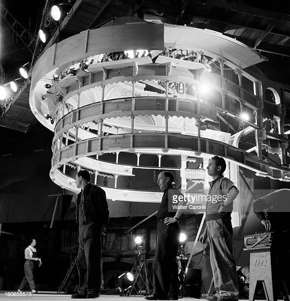 Shooting Of The Film 'la Belle Otero' By Richard Pottier En France en 1954 sur le tournage du film 'La belle Otero' de Richard POTTIER réalisateur au...