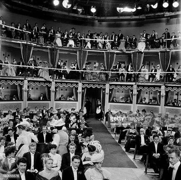 Shooting Of The Film 'la Belle Otero' By Richard Pottier En France en 1954 sur le tournage du film 'La belle Otero' de Richard POTTIER= les figurant...