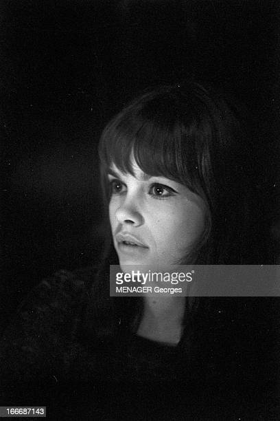 Shooting Of The Film 'La Guerre Est Finie' By Alain Resnais En septembre 1965 à Paris durant le tournage du film du réalisateur Alain RESNAIS 'La...