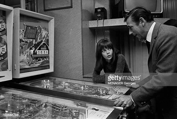 Shooting Of The Film 'La Guerre Est Finie' By Alain Resnais En septembre 1965 à Paris durant le tournage du film du réalisateur Alain RESNAIS'La...