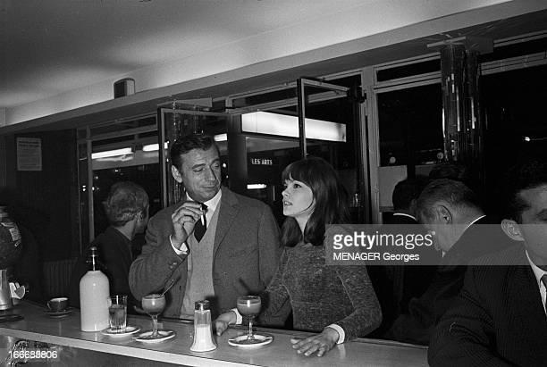 Shooting Of The Film 'La Guerre Est Finie' By Alain Resnais En septembre 1965 à Paris de nuit durant le tournage du film du réalisateur Alain RESNAIS...