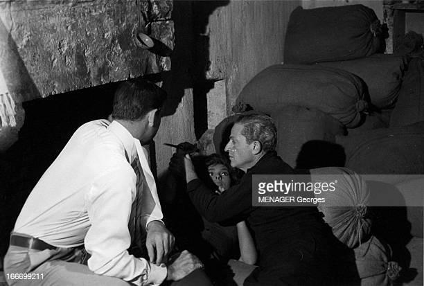 Shooting Of The Film 'La Loi' By Jules Dassin Août 1958 sur le tournage du film 'La Loi' de Jules DASSIN Le réalisateur Jules DASSIN dirige Gina...