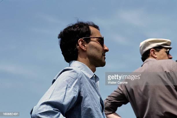 Shooting Of The Film 'le Mepris' By Jeanluc Godard Italie mai 1963 En compagnie d'un homme non identifié le réalisateur JeanLuc GODARD portant des...