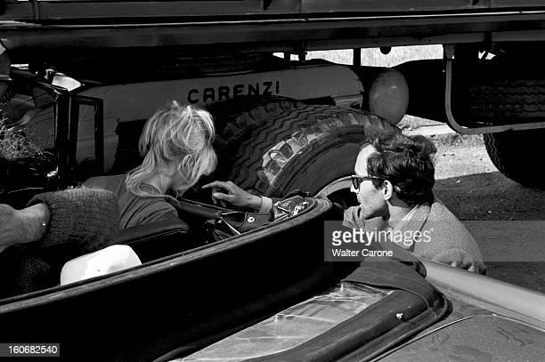 Shooting Of The Film 'le Mepris' By Jeanluc Godard Italie mai 1963 Sur le tournage du film 'Le Mépris' du réalisateur JeanLuc GODARD le réalisateur...