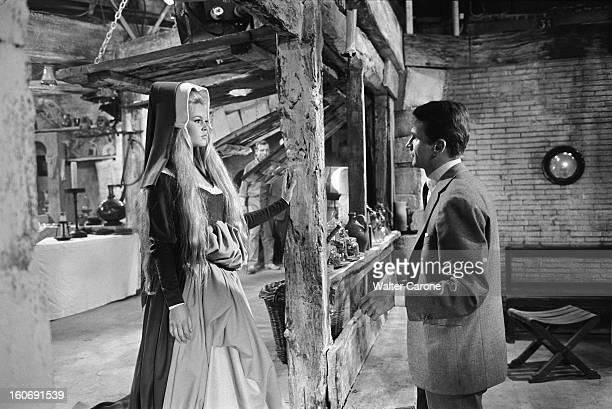 Shooting Of The Film ' Les Amours Celebres' By Michel Boisrond Tournage du film 'Les amours célèbres' de Michel BOISROND ici le sketch 'Agnès...