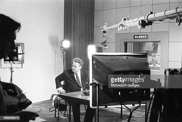 Shooting Of The Film 'Les Racines Du Ciel' With Orson Welles France BoulogneBillancourt 6 Juin 1958 le réalisateur John Huston adapte le roman de...