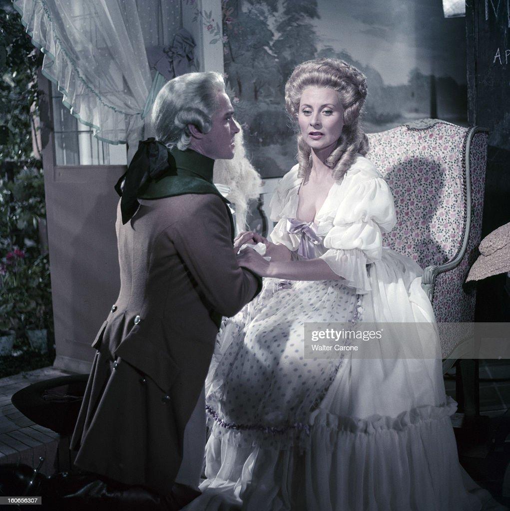 Le comte Axel de Fersen - Page 3 Shooting-of-the-film-marieantoinette-reine-de-france-by-jean-delannoy-picture-id160656307