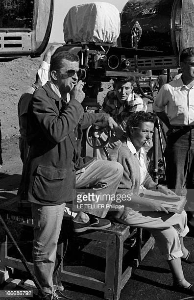 Shooting Of The Film 'Oasis' By Yves Allegret In Morocco Au Maroc sur le tournage du film 'Oasis' d'Yves ALLEGRET le réalisateur avec des lunettes de...
