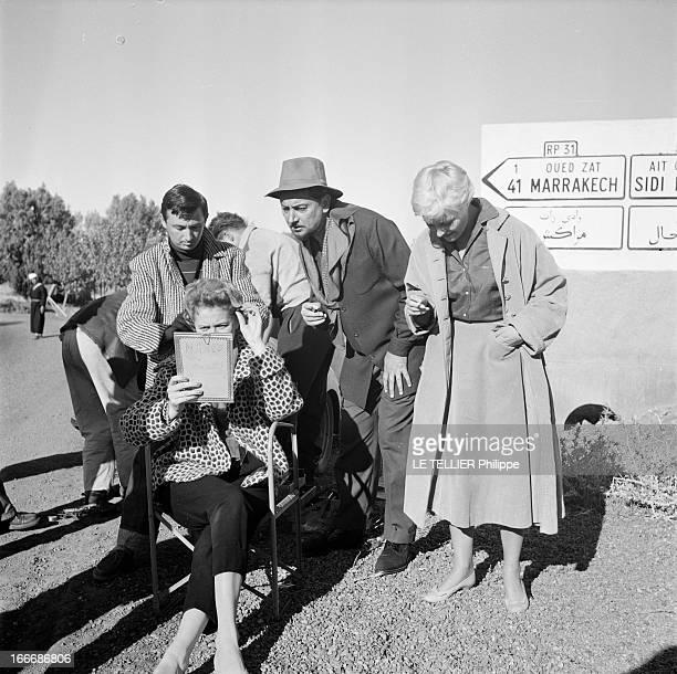 Shooting Of The Film 'Oasis' By Yves Allegret In Morocco Au Maroc sur le tournage du film 'Oasis' d'Yves ALLEGRET devant un panneau indiquant la...