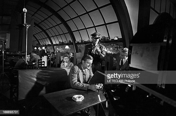 Shooting Of The Film 'Paris BruleTIl ' By Rene Clement En 1965 à Paris Le réalisateur Rene CLEMENT sur le plateau de tournage de son film 'Paris...