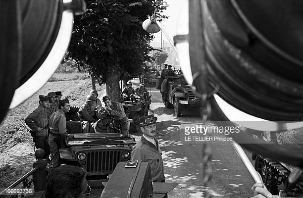 Shooting Of The Film 'Paris BruleTIl ' By Rene Clement En 1965 à Paris derrière des projecteurs l'acteur Claude RICH dans le rôle du Géneral Leclerc...