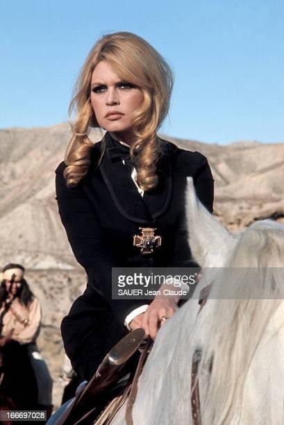 Shooting Of The Film 'Shalako' By Edward Dmytryk Brigitte BARDOT à cheval lors du tournage du film 'Shalako' 1968