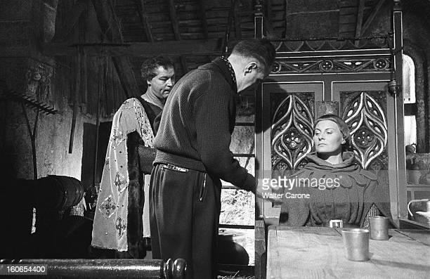 Shooting Of The Sketche Film 'destinees' Le film à sketches 'Destinées' avec ici le tournage du sketch 'Jeanne d'Arc' de Jean DELANNOY le réalisateur...