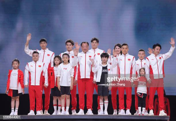Shooting Olympic champion Xu Haifeng, Boxer Zou Shiming, weightlifting Olympic champion Long Qingquan, trampoline Olympic champion Dong Dong,...