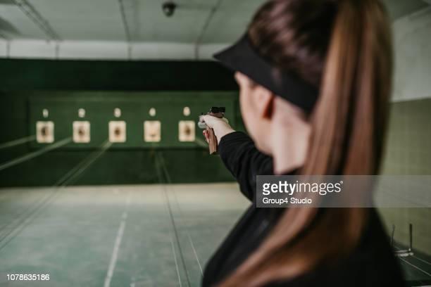 shooting range - objetivo militar imagens e fotografias de stock