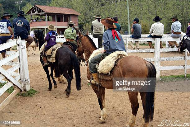 Shooting tie is a form of competition feature horse Rio Grande do Sul in this competition, the rider has space 100 meters to lasso a bull that tries...
