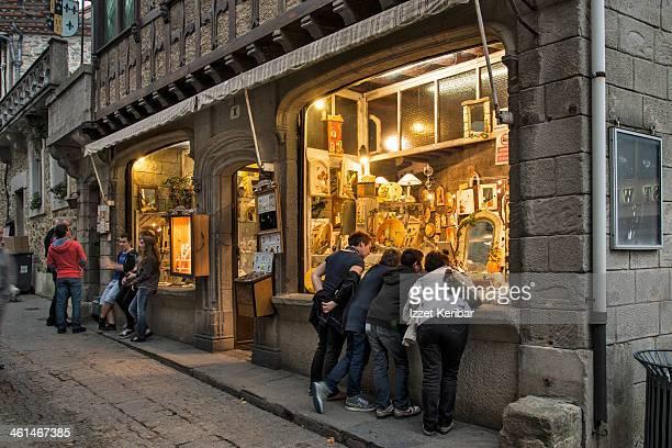 shop at carcassonne - guy carcassonne photos et images de collection