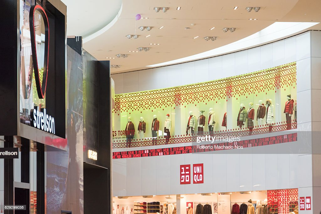 Shop displays and signage of various shops in Yorkdale... : Nachrichtenfoto