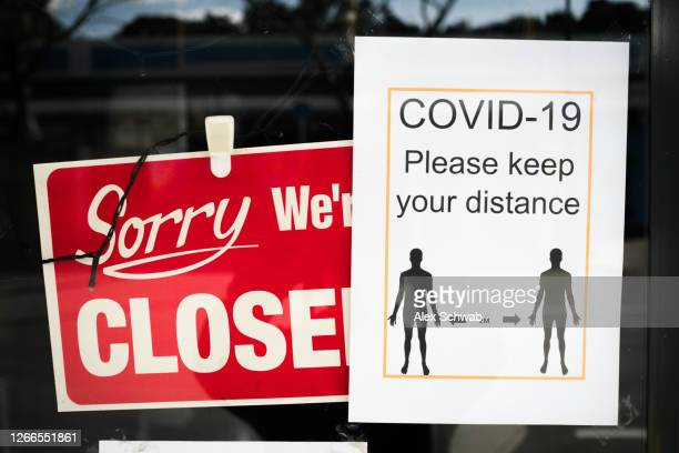 shop front signs for closed and social distancing - closing stock pictures, royalty-free photos & images